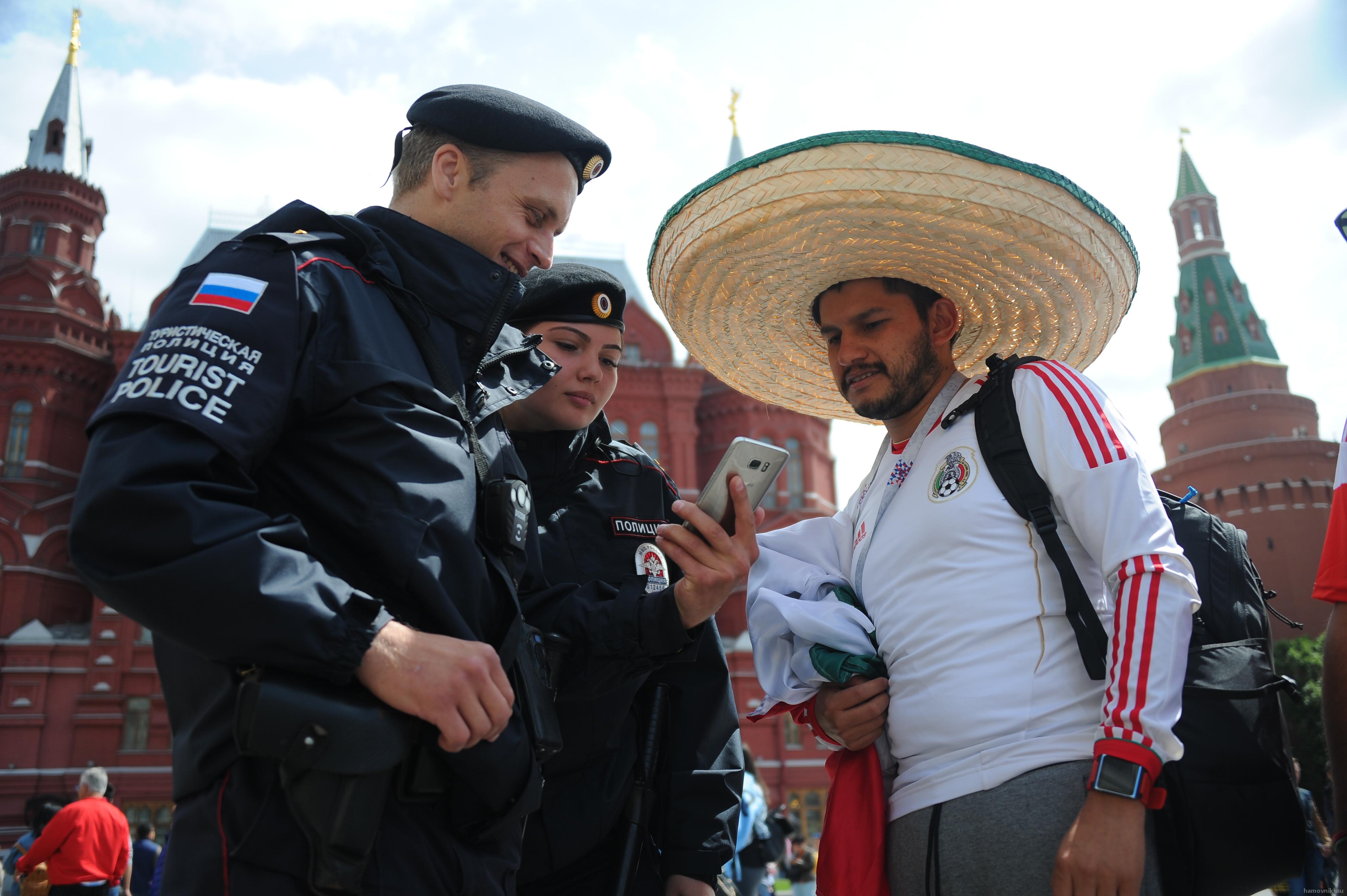 Оперативники Центрального округа разыскали и вернули телефон туристу из Мексики