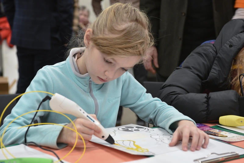 Юных москвичей пригласили поучаствовать в занятии творческой мастерской в Мультимедиа Арт музее
