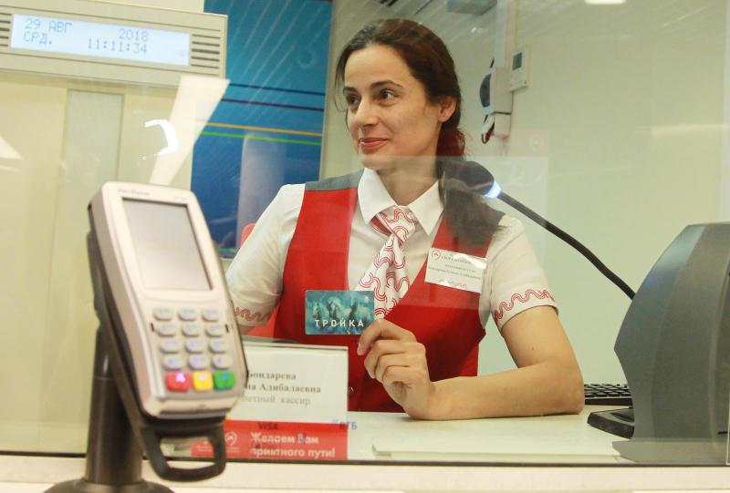 Почти все поездки на городском транспорте москвичи оплачивают «Тройкой»
