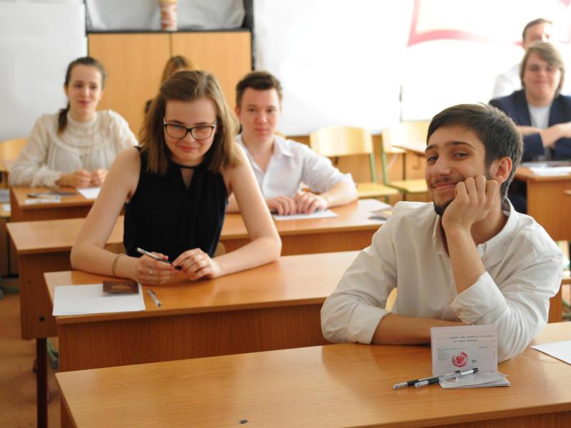 Экзамен по китайскому языку сдадут около 400 выпускников столицы