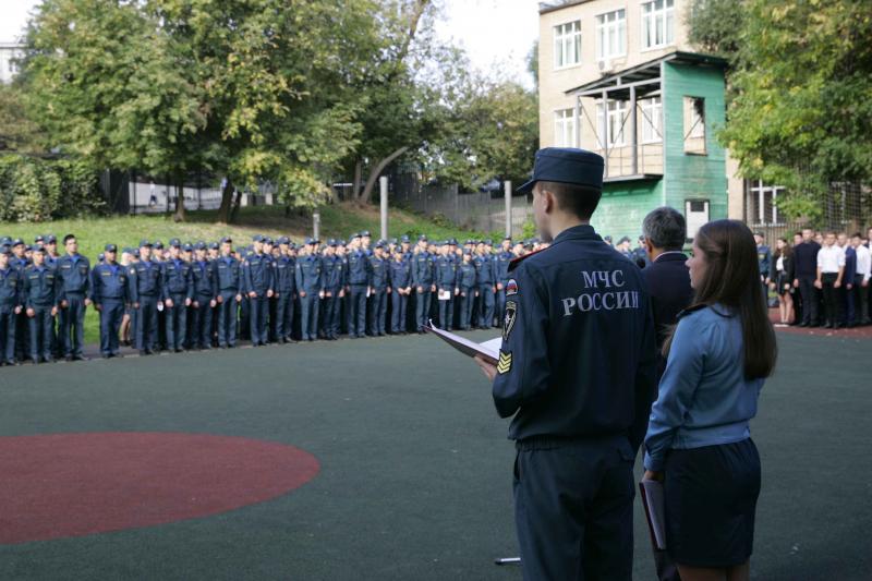 Сотрудники УВД по ЦАО ГУ МВД России по г. Москве приняли участие в линейке, посвященной началу нового учебного года
