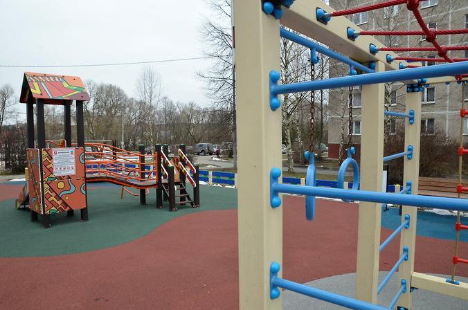Детские площадки в районе проверили на соблюдение правил безопасности