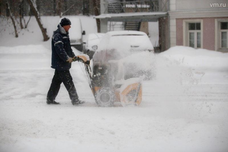 Уборку улиц от снега и льда провели в районе